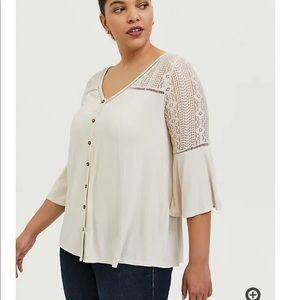 TORRID 5 SUPER SOFT IVORY LACE BELL SLEEVE TOP